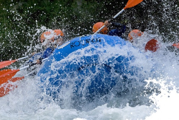 Rafting Llavorsí - Rialp / 14 Km<br /><strong>9:30h (+ 6 años) <strong class='extra_info_articulo'>- desde 40.00 €  / persona  </strong></strong>